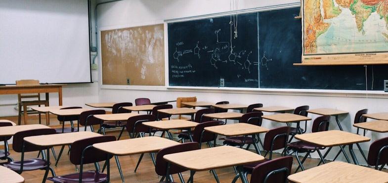 「進学塾」の「事務職」の仕事内容・給料レポート