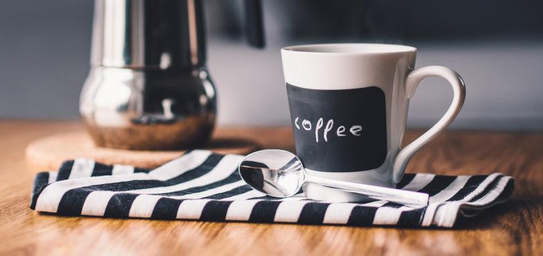 「約5000人規模の大手カフェ」の「接客業」の仕事内容・給料レポート
