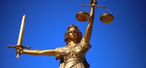 「弁護士事務所」の「弁護士」の仕事内容・給料レポート