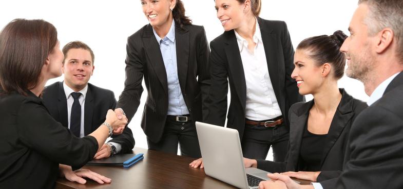 「ネットサービス会社」の「営業・サービス企画・新規事業企画」の仕事内容・給料レポート