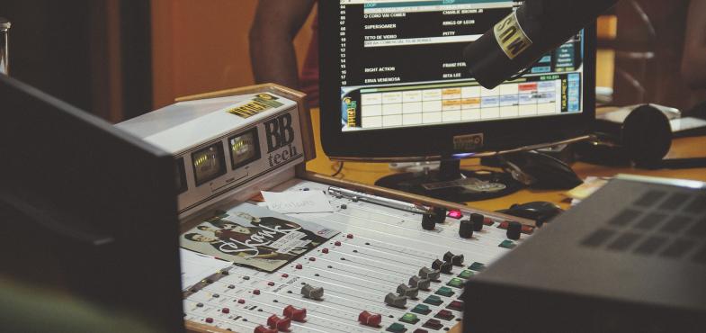「放送・通信会社」の「営業・メディア事業職」を担当する方の仕事内容・給料レポート