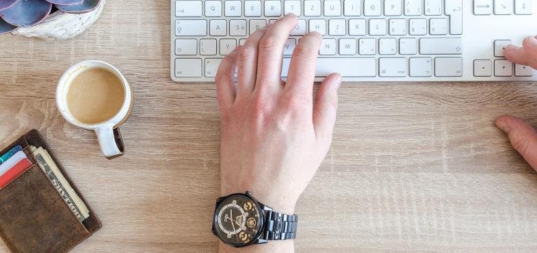 「システム開発会社」の「プログラマ・SE職」の仕事内容・給料レポート