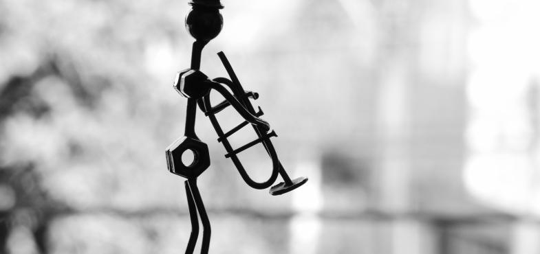 「楽器店」の「販売営業職」の仕事内容・給料レポート
